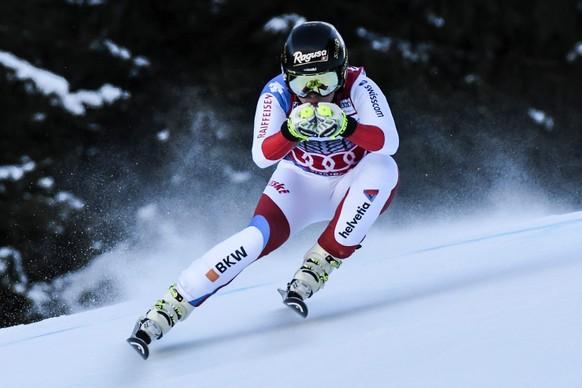 epa05741474 Lara Gut of Switzerland speeds down the slope during the Women's Super-G race at the FIS Alpine Skiing World Cup in Garmisch-Partenkirchen, Germany, 22 January 2017.  EPA/PHILIPP GUELLAND
