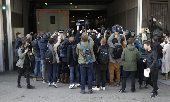 Media waiting for the arrival of WikiLeaks founder Julian Assange swarm around a car that arrives at Westminster magistrates court in London, Thursday, April 11, 2019. Police in London arrested WikiLeaks founder Assange at the Ecuadorean embassy Thursday, April 11, 2019 for failing to surrender to the court in 2012, shortly after the South American nation revoked his asylum. (AP Photo/Matt Dunham)