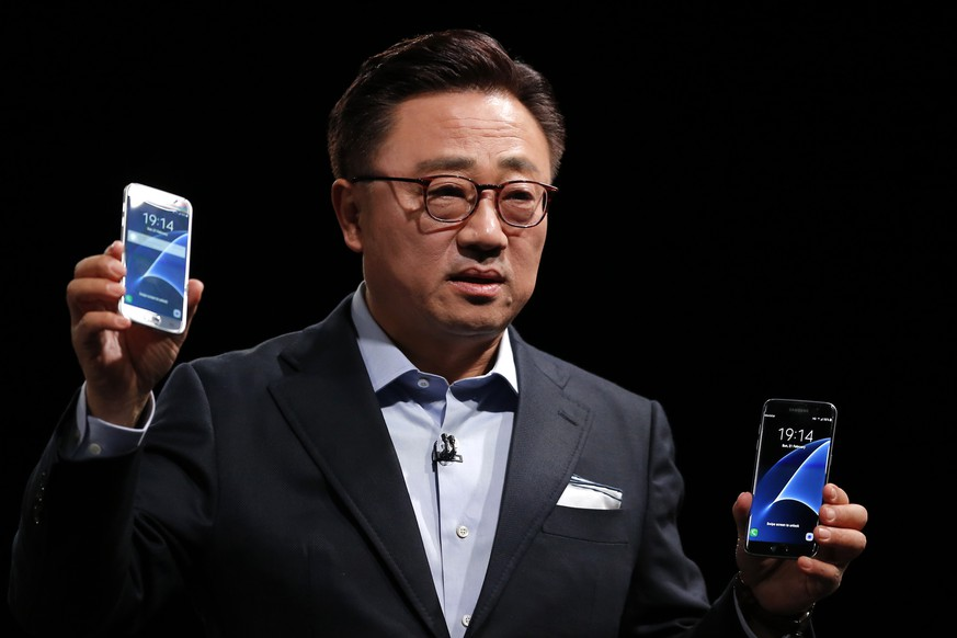 DJ Koh, President of Mobile Communications Business, Samsung Electronics, shows the new the Galaxy S7 and S7 Edge during the Samsung Galaxy Unpacked 2016 event on the eve of this week's Mobile World Congress wireless show, in Barcelona, Spain, Sunday, Feb. 21, 2016.  (AP Photo/Manu Fernadez)