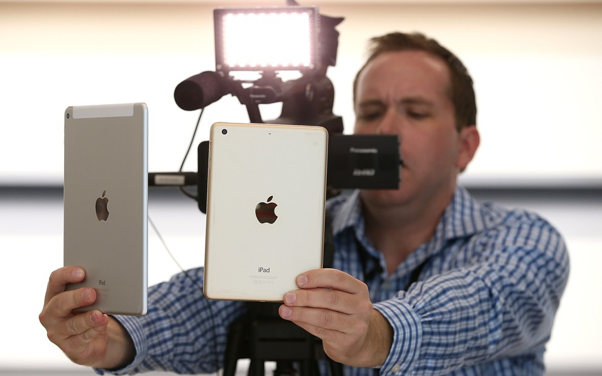 CUPERTINO, CA - OCTOBER 16: A member of the media films the new iPad Air 2 (L) and iPad Mini 3  during an Apple special event on October 16, 2014 in Cupertino, California.  Apple unveiled the new iPad Air 2 and iPad mini 3 tablets and the iMac with 5K Retina display.  (Photo by Justin Sullivan/Getty Images)