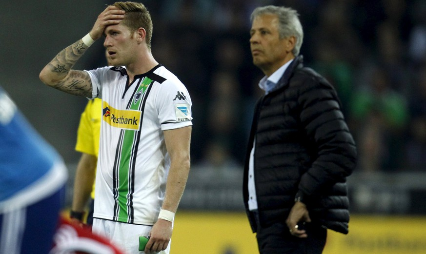 Borussia Moenchengladbach's Tony Jantschke and coach Lucien Favre (R) react during their Bundesliga first division soccer match against Hamburger SV in Moenchengladbach, Germany September 11, 2015.  REUTERS/Ina Fassbender   DFL RULES TO LIMIT THE ONLINE USAGE DURING MATCH TIME TO 15 PICTURES PER GAME. IMAGE SEQUENCES TO SIMULATE VIDEO IS NOT ALLOWED AT ANY TIME. FOR FURTHER QUERIES PLEASE CONTACT DFL DIRECTLY AT + 49 69 650050