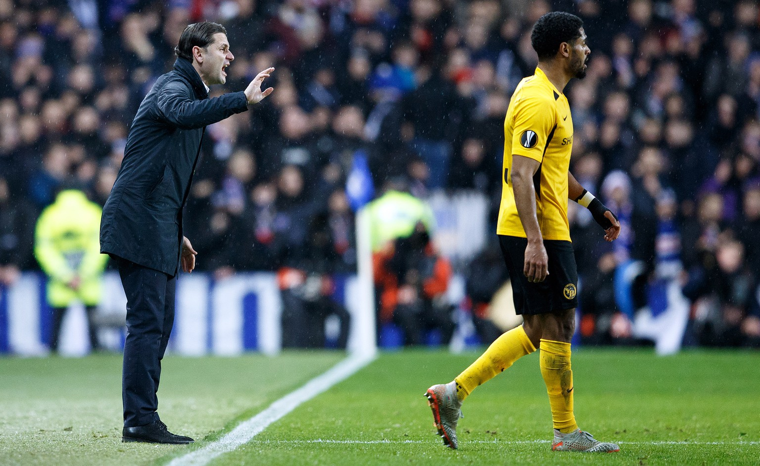 epa08067098 BSC Young Boys manager Gerardo Seoane Castro (L) reacts during the UEFA Europa League match Rangers v BSC Young Boys in Glasgow, Britain, 12 December 2019.  EPA/ROBERT PERRY