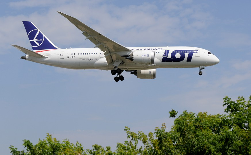 A Polish Airlines LOT Boeing 787 lands in Warsaw, Poland, Tuesday, July 29, 2014. The European Union's antitrust authority on Tuesday approved the Polish government's 200 million-euro (US dollar 270 million) bailout for its ailing national carrier, LOT airlines. (AP Photo/Alik Keplicz)