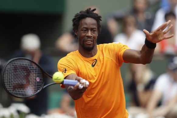 France's Gael Monfils plays a shot against Switzerland's Stan Wawrinka during their fourth round match of the French Open tennis tournament at the Roland Garros stadium, in Paris, France. Monday, June 5, 2017. (AP Photo/Petr David Josek)