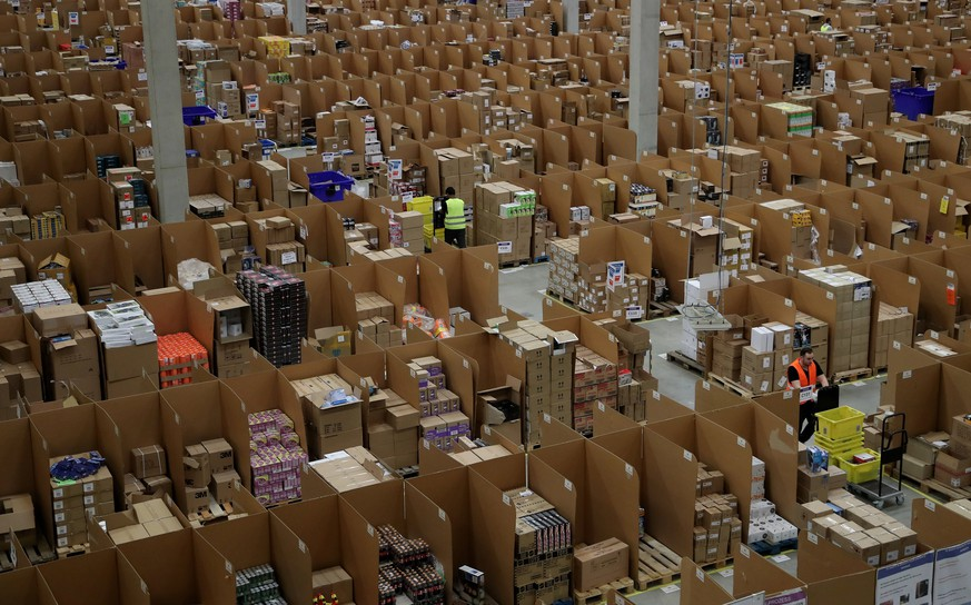 epa06355787 Workers at the Amazon logistics and distribution center in Rheinberg, Germany, 28 November 2017. The Amazon logistics center is directly connected to a  'Deutsche Post' DHL shipping center.  EPA/FRIEDEMANN VOGEL