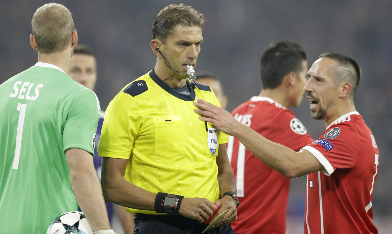 Bayern's Franck Ribery, right, speaks with the referee during a Champions League Group B soccer match between FC Bayern Munich and RSC Anderlecht in Munich, Germany, Tuesday, Sept. 12, 2017. (AP Photo/Matthias Schrader)