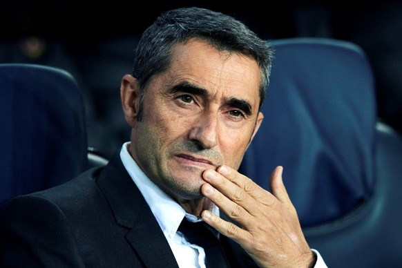 epa08125948 (FILE) - FC Barcelona's head coach Ernesto Valverde reacts during the UEFA Champions League group F between FC Barcelona and Slavia Prague at Camp Nou stadium in Barcelona, Catalonia, Spain, 05 November 2019 (reissued 13 January 2020). The Spanish soccer club FC Barcelona on 13 January 2020 announced they have sacked head coach Ernesto Valverde, and will replace him with Quique Setien.  EPA/ALEJANDRO GARCIA *** Local Caption *** 55604189