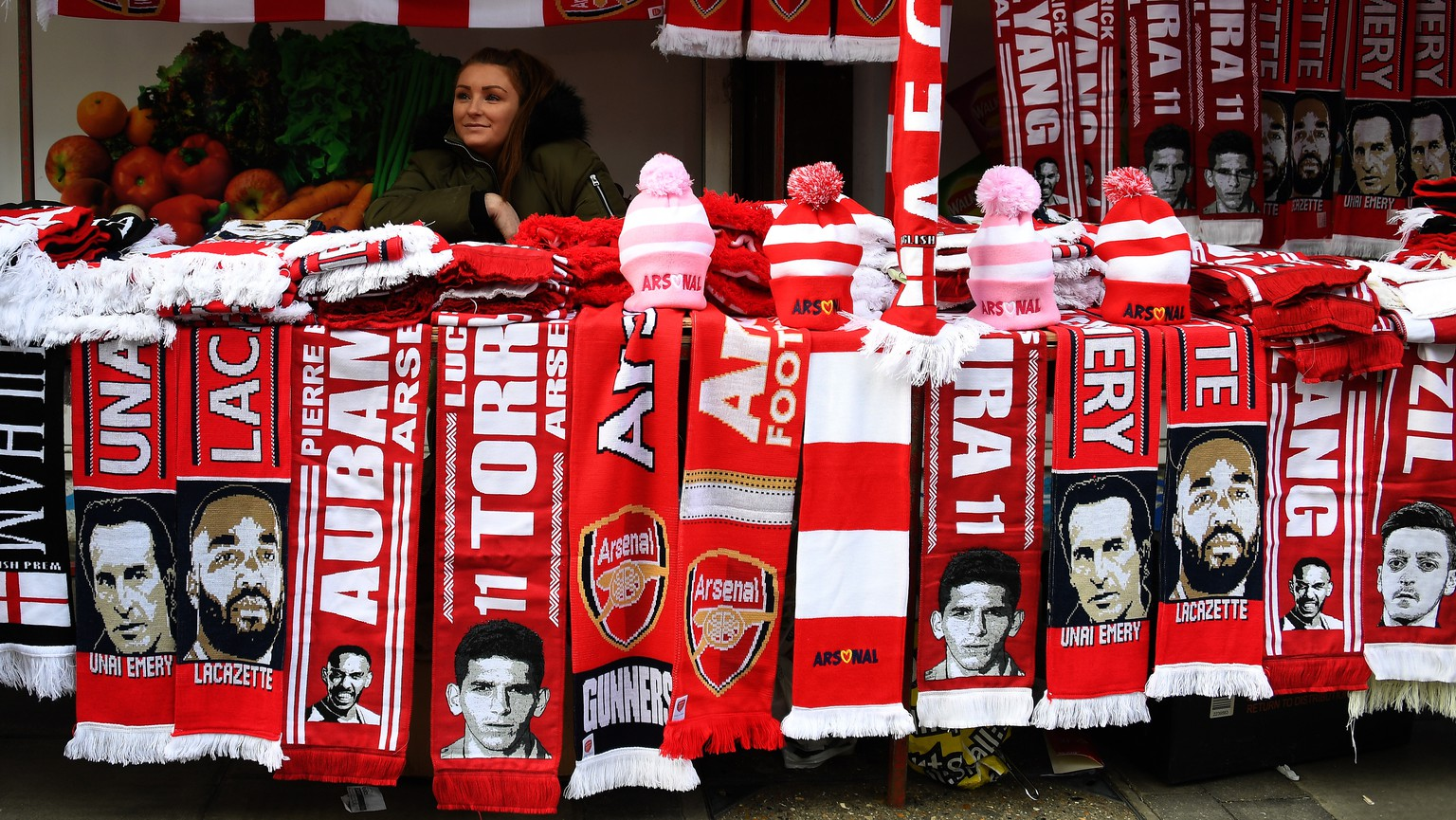 epa07256865 Arsenal scarves at a fan stall ahead of the English Premier League soccer match Arsenal vs Fulham at the Emirates Stadium in London, Britain, 01 January 2019.  EPA/ANDY RAIN EDITORIAL USE ONLY. No use with unauthorized audio, video, data, fixture lists, club/league logos or 'live' services. Online in-match use limited to 120 images, no video emulation. No use in betting, games or single club/league/player publications