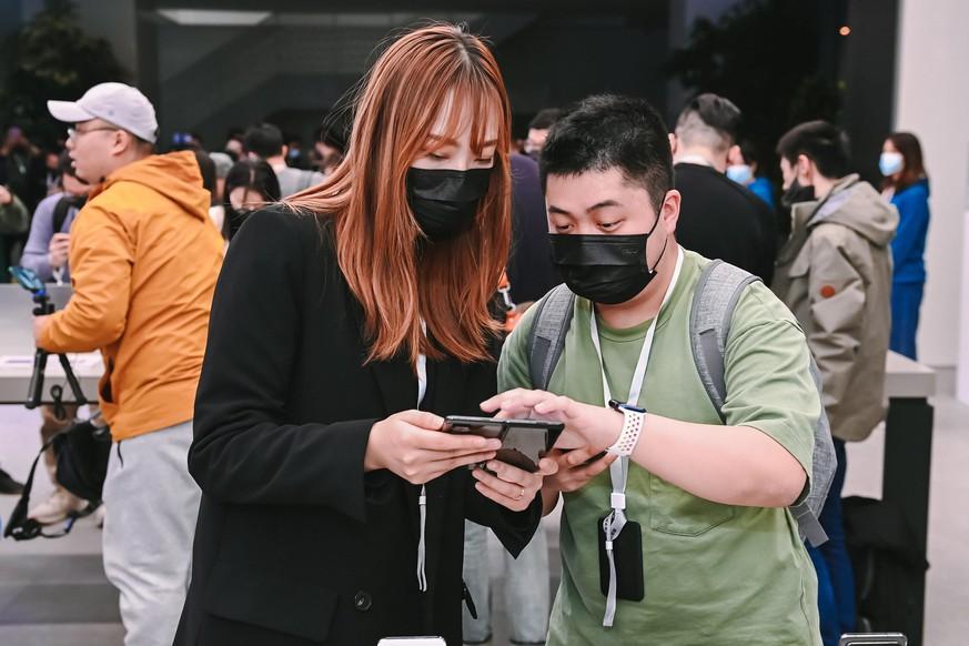Am 30. März enthüllte der chinesische Hersteller sein Falt-Gerät Mi Mix Fold. Nun kann sich das Unternehmen über die Aufhebung von Trumps Strafmassnahme freuen.