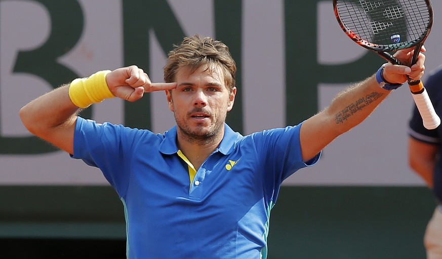 Switzerland's Stan Wawrinka celebrates winning his fourth round match of the French Open tennis tournament against France's Gael Monfils in three sets 7-5, 7-6 (9-7), 6-2, at the Roland Garros stadium, in Paris, France. Monday, June 5, 2017. (AP Photo/Michel Euler)