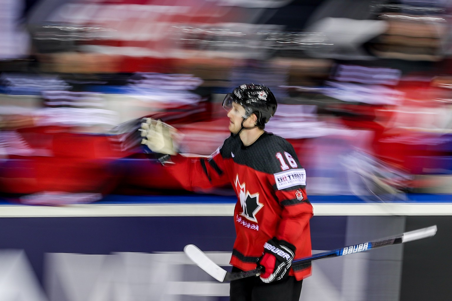 epa07590293 Jared McCann of Canada celebrates his goal with team mates during the IIHF World Championship group A ice hockey match between Canada and USA at the Steel Arena in Kosice, Slovakia, 21 May 2019.  EPA/MARTIN DIVISEK