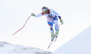 epa04630403 Beat Feuz of Switzerland speeds down the slope during the Mens Downhill race at the FIS Alpine Skiing World Cup in Saalbach Hinterglemm, Austria, 21 February 2015.  EPA/GEORG HOCHMUTH