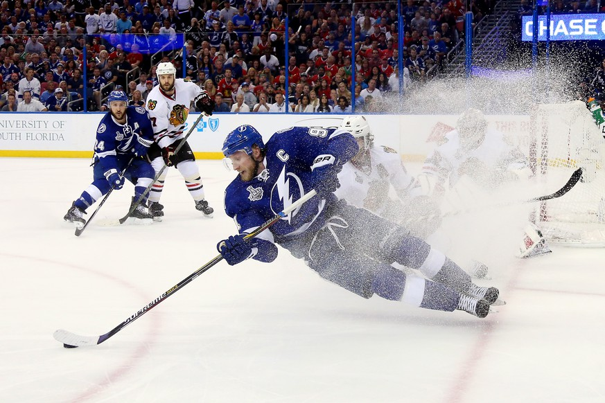 TAMPA, FL - JUNE 06:  Steven Stamkos #91 of the Tampa Bay Lightning falls to the ice against the Chicago Blackhawks during the second period in Game Two of the 2015 NHL Stanley Cup Final at Amalie Arena on June 6, 2015 in Tampa, Florida.  (Photo by Bruce Bennett/Getty Images) ***BESTPIX***