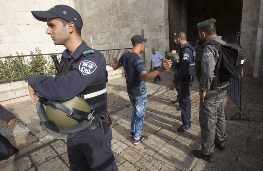 epa04976423 Israeli policemen check a Palestinian man at the Damascus Gate of the old city as security measures are increased in Jerusalem, Israel, 13 October 2015. The past 12 days have seen the worst spell of street violence in Israel and the Palestinian areas in years, stirred in part by Muslim anger over perceived changes to the status quo observed at a disputed Jerusalem holy site. Sixteen Palestinians from the West Bank and Jerusalem have been killed, but more than half of them have been attackers shot dead after or during attempts to stab Israelis.  EPA/ATEF SAFADI
