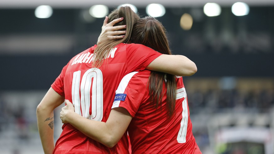 Switzerland's Ramona Bachmann, left, celebrates with teammate Martina Moser after scoring the 1-0 during the UEFA Women's EURO 2017 qualifying soccer match between Switzerland and Italy at the Tissot Arena in Biel, Switzerland, Saturday, April 9, 2016. (KEYSTONE/Peter Klaunzer)