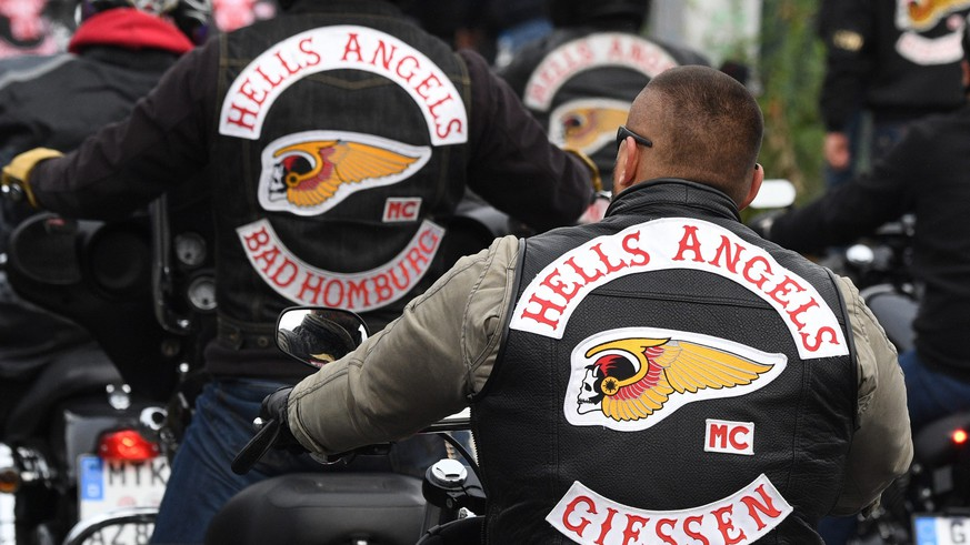 epa05582272 Hells Angels members and members of friendly rocker groups of several European countries and all of Germany arrive for the funeral of Hells Angels Giessen president Ayguen Mucukat (Aygun) at the new cemetery in Giessen, Germany, 12 October 2016. Mucukat was shot dead in front of a clubhouse in Hesse Wettenberg on 07 October.  EPA/Arne Dedert