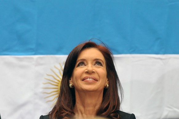 epa04151446 Argentinian president, Cristina Fernandez de Kirchner, participates in a commemoration act for the Day of War Veteran and Fallen in the Falklands war at Casa Rosada, Buenos Aires, Argentina, 02 April 2014.  EPA/Carlos Brigo