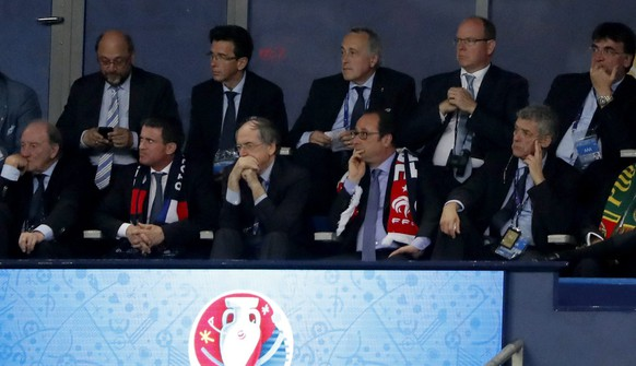 epa05419414 French President Francois Hollande during the UEFA EURO 2016 Final match between Portugal and France at Stade de France in Saint-Denis, France, 10 July 2016.  (RESTRICTIONS APPLY: For editorial news reporting purposes only. Not used for commercial or marketing purposes without prior written approval of UEFA. Images must appear as still images and must not emulate match action video footage. Photographs published in online publications (whether via the Internet or otherwise) shall have an interval of at least 20 seconds between the posting.)  EPA/ABEDIN TAHERKENAREH   EDITORIAL USE ONLY