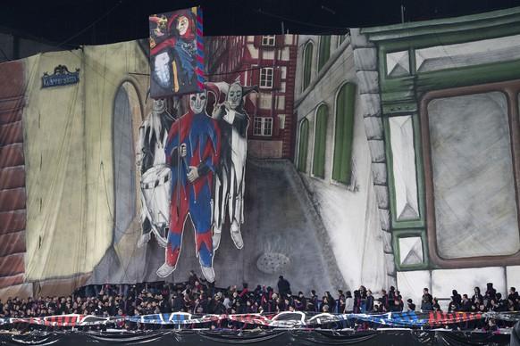 Die Basler Fans in der Muttenzer Kurve zeigen eine Fasnachts-Kulisse vor dem Viertelfinal des Schweizer Cups zwischen dem FC Basel 1893 und dem FC Zuerich im Stadion St. Jakob-Park in Basel, am Donnerstag, 2. Maerz 2017. (KEYSTONE/Georgios Kefalas)