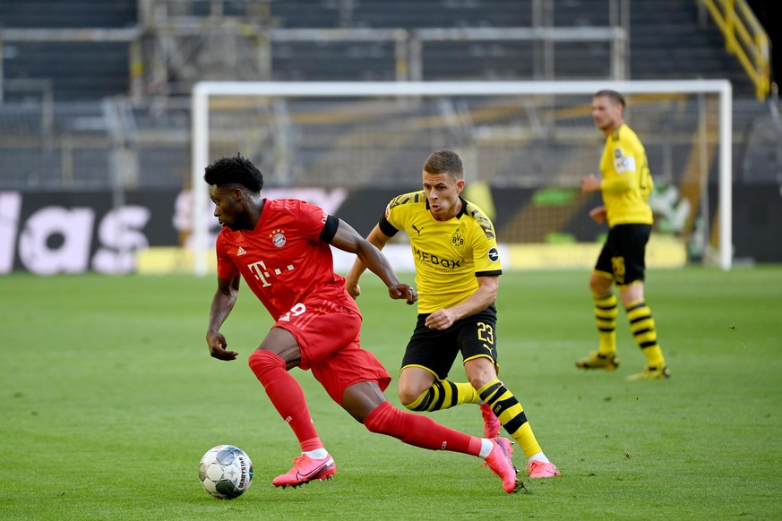 epa08445584 Bayern Munich's Alphonso Davies (L) and Dortmund's Thorgan Hazard in action during the German Bundesliga soccer match between Borussia Dortmund and FC Bayern Munich at Signal Iduna Park in Dortmund, Germany, 26 May 2020.  EPA/Federico Gambarini / POOL DFL regulations prohibit any use of photographs as image sequences and/or quasi-video.