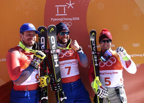 epa06526581 A handout photo made available by the International Skiing Federation (FIS) shows winner Aksel Lund Svindal of Norway, second placed Kjetil Jansrud (L) of Norway and third placed Beat Feuz (R) of Switzerland after the Men's Downhill race at the Jeongseon Alpine Centre during the PyeongChang 2018 Olympic Games, South Korea, 15 February 2018.  EPA/FIS HANDOUT  HANDOUT EDITORIAL USE ONLY/NO SALES