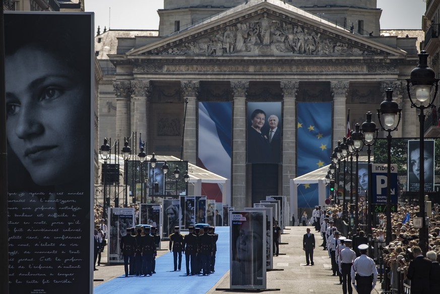 epa06854386 French Republican guard carry the flag-draped coffins of French politician and Holocaust survivor Simone Veil and her husband during a ceremony at the Pantheon where they will be laid to rest in the crypt,  in Paris France, 01 July 2018. Simone Veil, former president of the European Parliament and one of France's most respected politicians will be buried at the Pantheon next to her husband among the 80 leading figures of the French Republic.  EPA/IAN LANGSDON