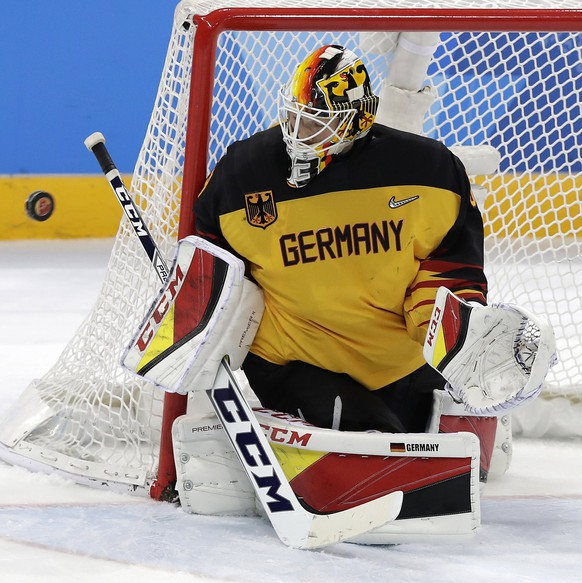 epa06563276 Goalkeeper Danny aus den Birken conceeds the 3-3 equaliser scored by Olympic Athlete of Russia (OAR) during the Men's Ice Hockey gold medal match between Olympic Athlete of Russia (OAR) and Germany at the Gangneung Hockey Centre during the PyeongChang 2018 Winter Olympic Games, in Gangneung, South Korea, 25 February 2018.  EPA/VALDRIN XHEMAJ