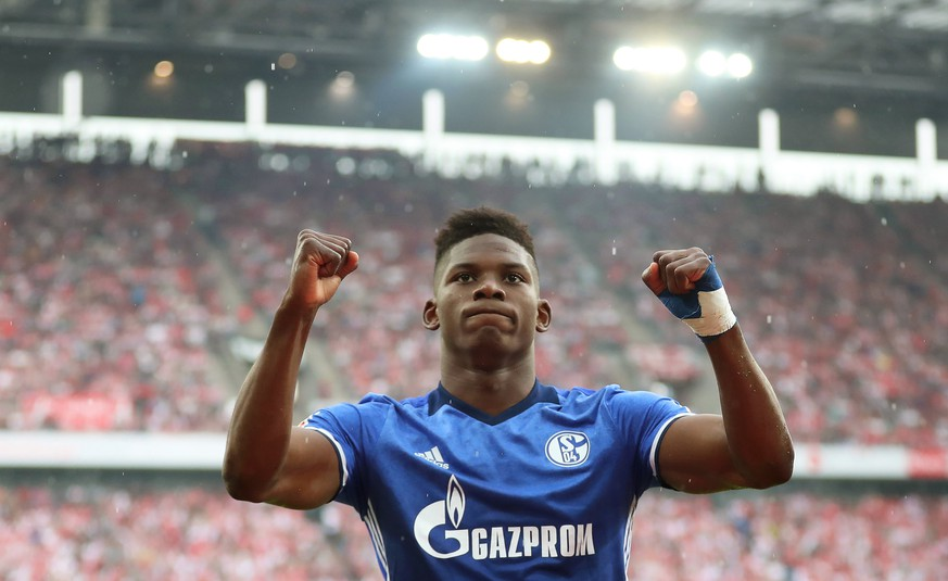 epa06685659 Schalke's Breel Embolo celebrates after scoring the 1-0 lead during the German Bundesliga soccer match between FC Cologne and FC Schalke 04 in Cologne, Germany, 22 April 2018.  EPA/FRIEDEMANN VOGEL EMBARGO CONDITIONS - ATTENTION: Due to the accreditation guidelines, the DFL only permits the publication and utilisation of up to 15 pictures per match on the internet and in online media during the match.