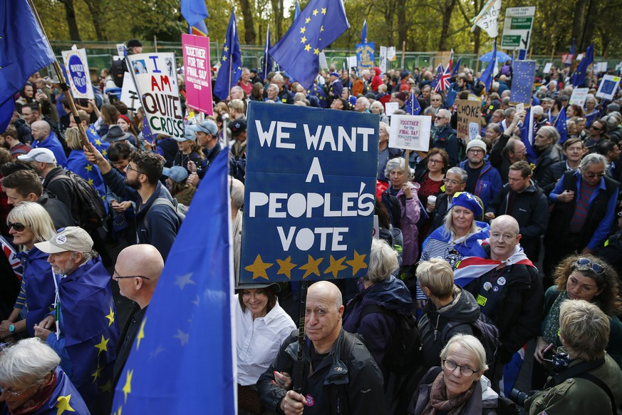 epa07933559 Demonstrators march during the People's Vote Together for the Final Say March, in London, Britain, 19 October 2019. Hundreds of thousands of people are taking part in the protest march calling for a referendum on the final Brexit deal on 'Super Saturday', as members of parliament sit in the House of Commons in London to debate and vote on Prime Minister Boris Johnson's final Brexit deal.  EPA/HOLLIE ADAMS