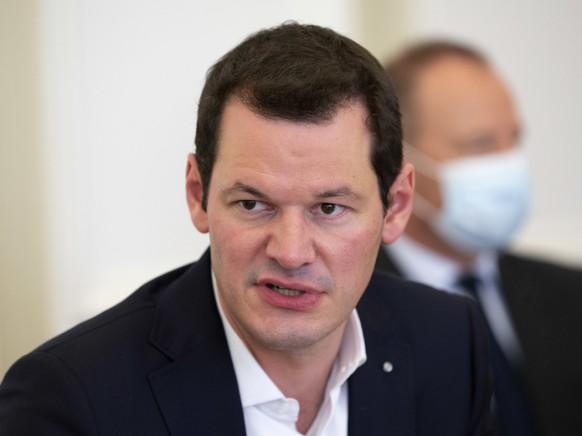 Der Genfer Staatsrat Pierre Maudet sprach an der Medienkonferenz von wiederholten Angriffen auf seine Person. Man habe immer wieder versucht, ihn beiseite zu stellen. (Archivbild)