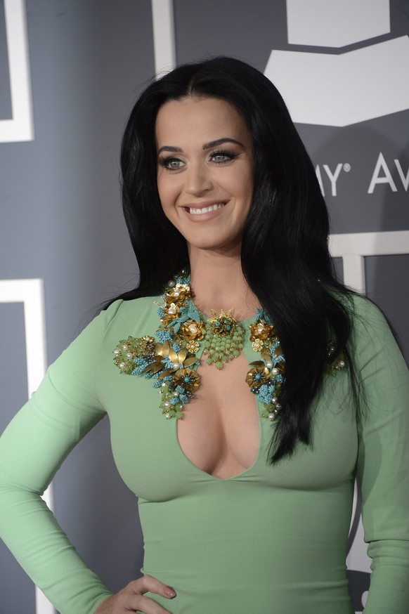 epa04451796 (FILE) The file picture dated 10 February 2013 shows US singer Katy Perry arriving for the 55th Annual Grammy Awards in Los Angeles, California, USA. Katy Perry will turn 30 on 25 October 2014.  EPA/MIKE NELSON