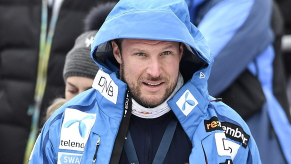 epa05709181 Norway's Aksel Lund Svindal in the finish area during a training session for the men's downhill race of the FIS Alpine Skiing World Cup at the Lauberhorn, in Wengen, Switzerland, 10 January 2017.  EPA/PETER SCHNEIDER