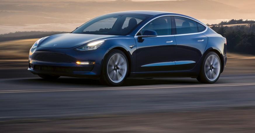 Teslas Model 3 schlägt in der Schweiz voll ein – und stürmt die Auto-Verkaufscharts