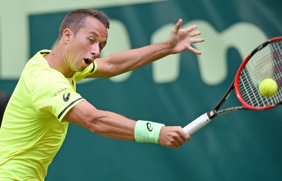 HALLE, GERMANY - JUNE 15:  Philipp Kohlschreiber of Germany plays a backhand in his match against Roger Federer of Switzerland during day one of the Gerry Weber Open at Gerry Weber Stadium on June 15, 2015 in Halle, Germany.  (Photo by Thomas Starke/Bongarts/Getty Images)