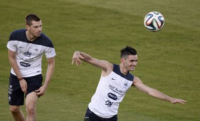 France's forward Remy Cabella (R) jokes in front of midfielder Morgan Schneiderlin during a training session at the Santa Cruz Stadium in Ribeirao Preto during the 2014 FIFA World Cup football tournament on June 17, 2014.  AFP PHOTO / FRANCK FIFE