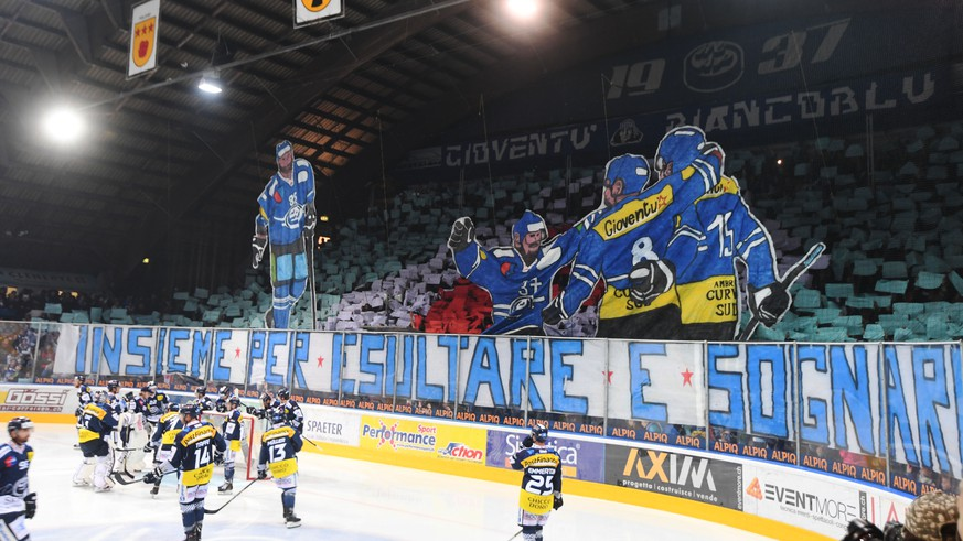 Choreography of Ambri's supporters during the preliminary round game of the National League Swiss Championship 2017/18 between HC Ambri-Piotta and HC Lugano, at the ice stadium Valascia in Ambri, Switzerland, Friday, September 29, 2017 (KEYSTONE/Ti-Press/Samuel Golay)