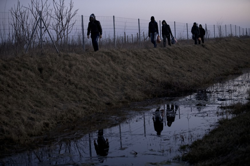 In this photo taken Tuesday, Feb. 17, 2015, Afghan migrants trek their way to the Serbian border with Hungary close to Hajdukovo, 150 kilometers north of Belgrade, Serbia. Thousands of migrants from the Middle East and Africa have been flocking to Serbia's border with Hungary, hoping to cross illegally into the European Union in search of a better life. (AP Photo/Marko Drobnjakovic)