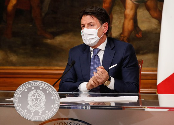 epa08860446 Italian Prime Minister Giuseppe Conte attends a press conference at Chigi Palace in Rome, Italy, 03 December 2020. Conte's cabinet approved a draft decree banning travel at Christmas at a meeting overnight in a bid to stop the festive season feeding a third wave of Coronavirs COVID-19 contagion. According to the draft decree, which is expected to be definitively approved after talks with Italy's regional government, movement between regions will be banned from December 21 until the Epiphany national holiday on January 6.  EPA/GIUSEPPE LAMI