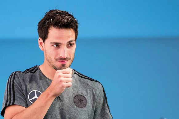 epa05397598 Germany's Mats Hummels attends a press conference of the German national soccer team at the media centre next to team hotel in Evian, France, 29 June 2016. Germany will face Italy in the UEFA EURO 2016 quarter final match in Bordeaux on 02 July 2016.  EPA/CHRISTIAN CHARISIUS