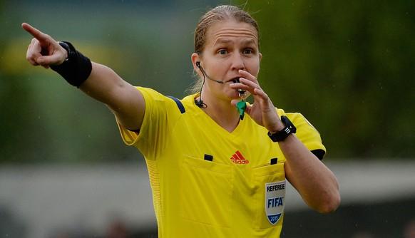 29.04.2015; Wohlen; Fussball Challenge League -  FC Wohlen - FC Winterthur ; Schiedsrichter Esther Staubli (Daniela Frutiger/freshfocus)