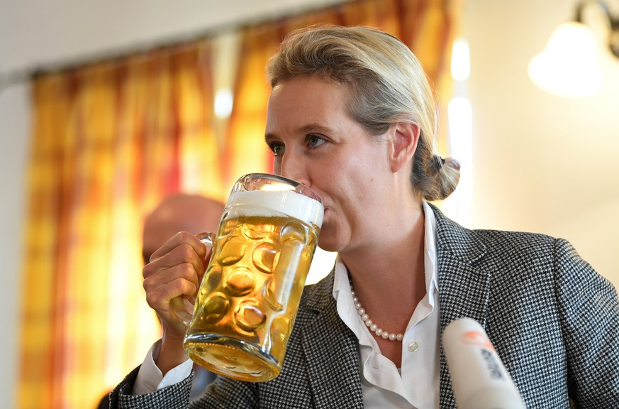 epa07090275 Chairman of the Alternative for Germany party (AfD) faction Alice Weidel drinks from a glass of beer during an election campaign rally in Taufkirchen (Vils), Bavaria, Germany, 13 October 2018. Approximately 9.5 million Bavarian voters are called to elect a new state parliament on 14 October.  EPA/ANDREAS GEBERT