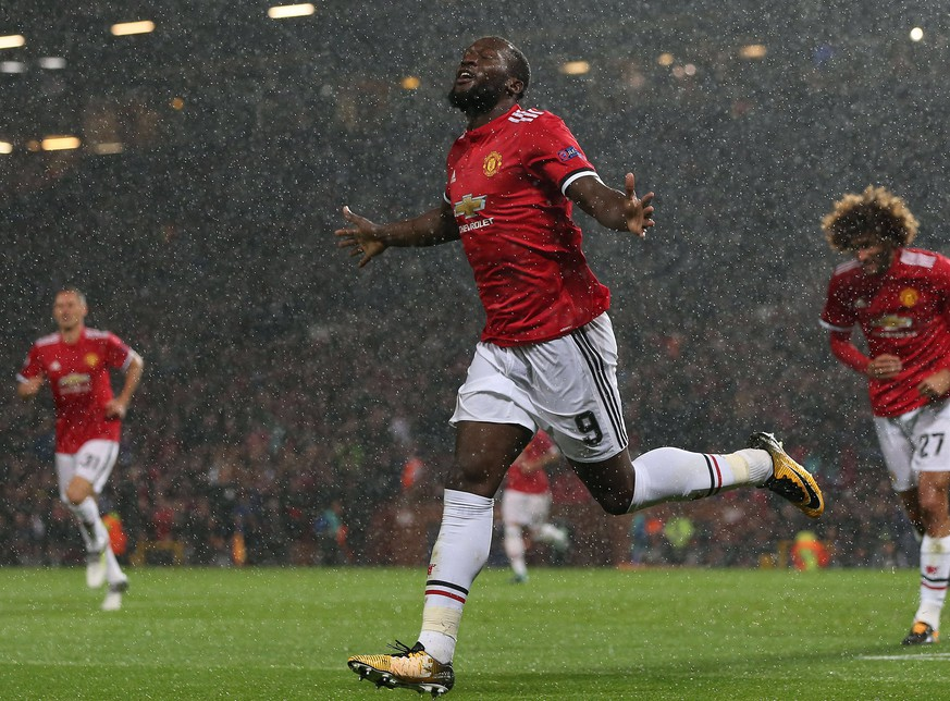 epa06200872 Manchester United's Romelu Lukaku (C) celebrates scoring during the UEFA Champions League soccer match between Manchester United and FC Basel 1893 at the Old Trafford Stadium, in Manchester, Britain, 12 September 2017.  EPA/NIGEL RODDIS