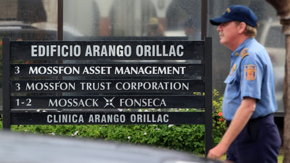 epa05256208 A private security guard outside the headquarters of Mossack Fonseca firm, in Panama City, Panama, 12 April 2016. Panama's Prosecutor office raided the headquarters of Mossack Fonseca as part of a regular investigation opened after the Panama Papers leak.  EPA/Alejandro Bolivar