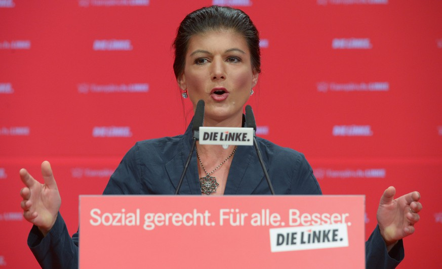 epa05335874 Sahra Wagenknecht, Faction Chairwoman of Die Linke (The Left) party at the Bundestag, speaks during the Federal Party Conference of Die Linke in Magdeburg, Saxony-Anhalt, Germany, 29 May 2016. The Left Party is meeting for a two-day congress.  EPA/PETER ENDIG