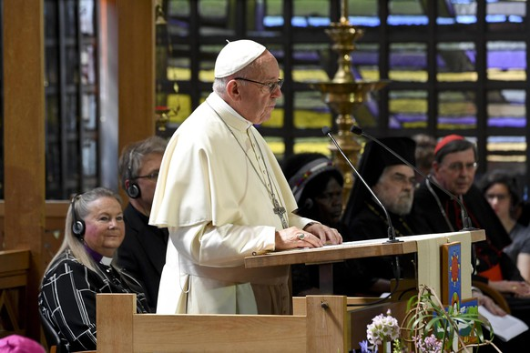 epa06826725 Pope Francis at the World Council of Churches (WCC), in Geneva, Switzerland, 21 June 2018. Pope Francis is visiting the World Council of Churches (WCC) in Geneva on 21 June as the centrepiece of the ecumenical commemoration of the WCC's 70th anniversary.  EPA/CIRO FUSCO