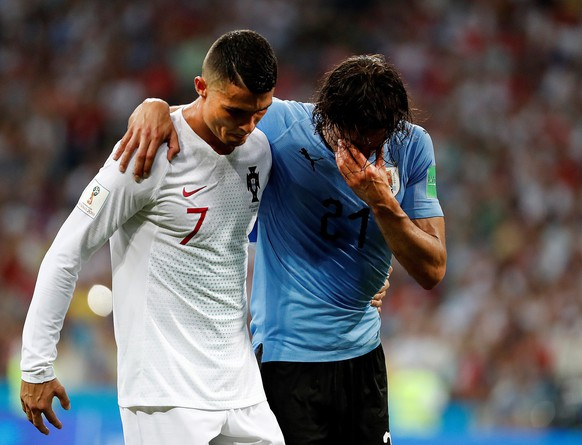 epa06853381 Portugal's Cristiano Ronaldo (L) helps Uruguay's Edinson Cavani during the FIFA World Cup 2018 round of 16 soccer match between Uruguay and Portugal in Sochi, Russia, 30 June 2018.