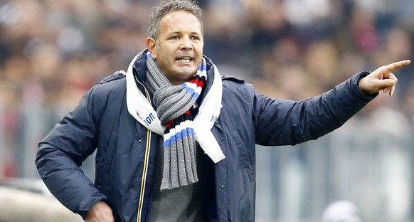 Sampdoria's coach Sinisa Mihajlovic gestures during his Italian Serie A soccer match against Juventus at the Juventus stadium in Turin, December 14, 2014.     REUTERS/Stefano Rellandini  (ITALY - Tags: SPORT SOCCER)