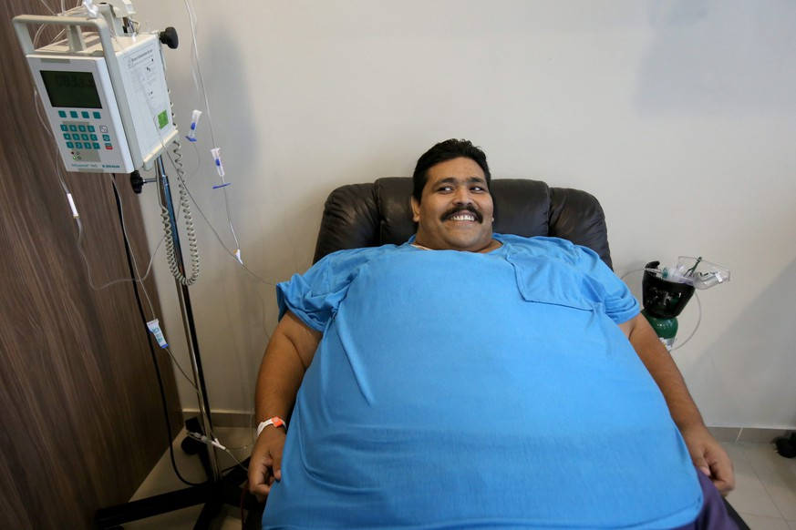epaselect epa05042196 Mexican Andres Moreno, considered to be the world's most obese man, smiles during a press conference in Guadalajara, Mexico, 25 November 2015. Mexican Andres Moreno is