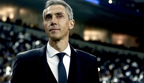 epa04656643 FC Basel's head-coach, Paulo Sousa, during their UEFA Champions League round of sixteen second leg soccer match against FC Porto, held at Dragao stadium, Porto, Portugal, 10 March 2015.  EPA/JOSE COELHO  EPA/JOSE COELHO