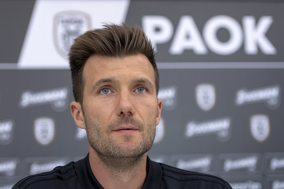 epa06906442 Basel's head coach Raphael Wicky speaks during a press conference the day before the UEFA Champions League second qualifying round first leg match between Greece's PAOK FC and Switzerland's FC Basel 1893 in the Toumba stadium in Thessaloniki, Greece, 23 July 2018.  EPA/GEORGIOS KEFALAS